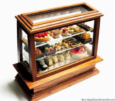 1:12 Pastry Display Case by PepperTreeArt