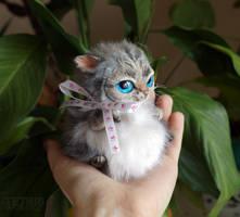 Fatty cat mini toy with ribbon by KrafiCat