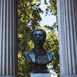 Le buste du prince d'Evian by nonphotogenique
