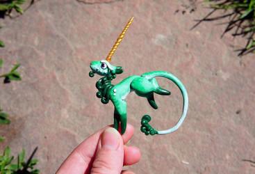 Green Mini Unicorn - Sculpture by Escaron