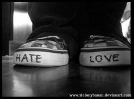 Love or Hate? by ZielonyBanan
