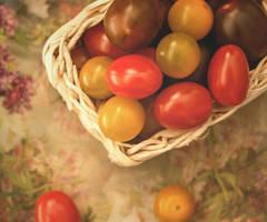 Cherry tomatoes by VinaApsara