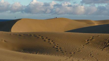 Footprints In The Sand by jonvin