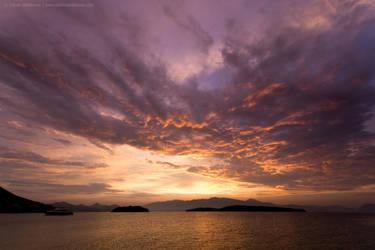 Sunrise by TalesOfAldebaran