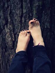Feet On Bark by Foxy-Feet