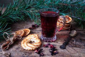 Winter tea hibiscus by Daykiney