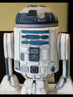R2D2 Cake by KralleCakes