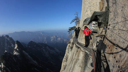 Mount Hua, Dangerous Mountain in the World (news) by thewriter197