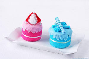delicious plush cakes by hoschie