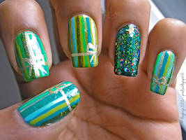 Wrapping Paper Manicure by Angbryn