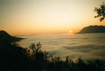 Fog mountains by thurisaz