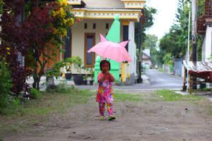 children bring an umbrella by andhikazanuar
