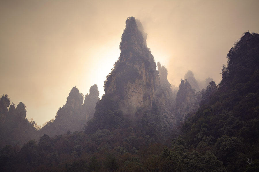 Hazy mountains by romainjl