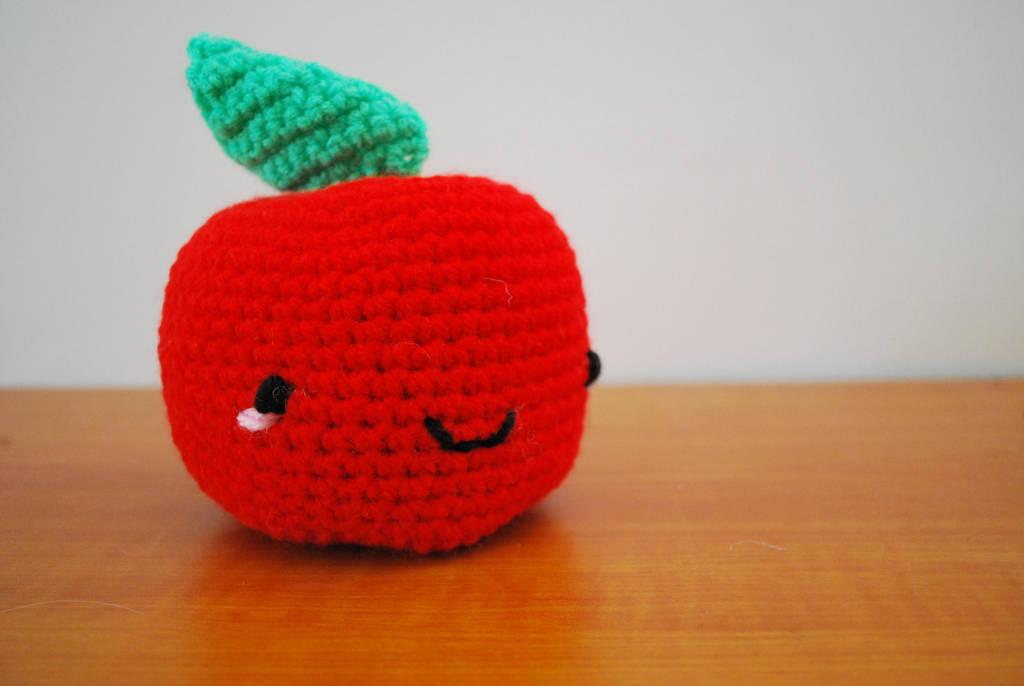 Apple by hiro-chan28