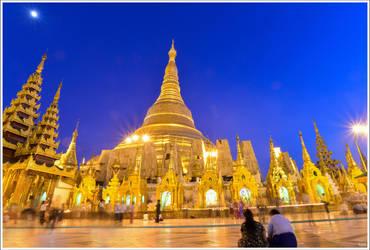 Shwedagon Pagoda by OshimaruKung7285