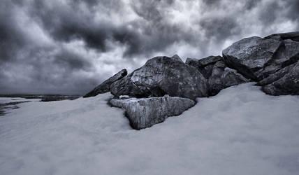 A Craggy Sky by aquapell