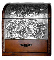 ROSES CHEST (FRONT) by arteymetal