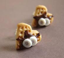 Waffle Fantastic Studs by PetitPlat