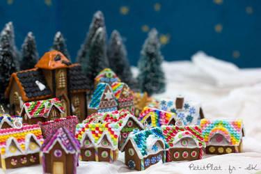 Miniature Gingerbread Houses by PetitPlat